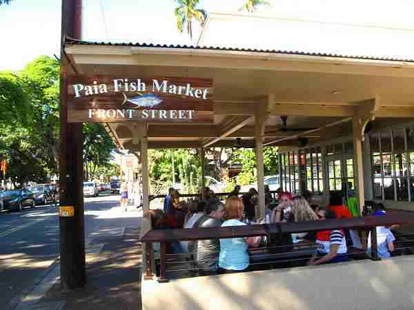 Fresh fish dishes, burger restaurants in Hawaii