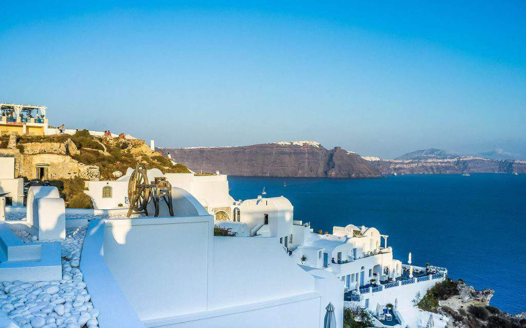 Comparing Oia and Fira