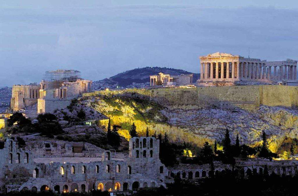 FAMILY-FRIENDLY HOTELS IN ATHENS
