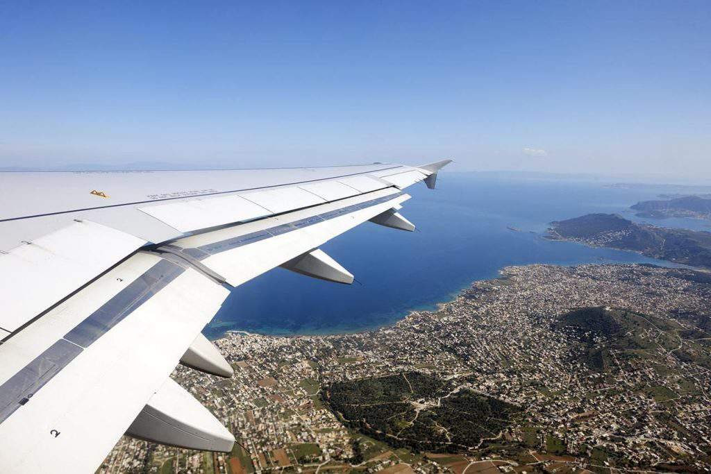 Flying to Greece, flying to greece tips, airlines flying to santorini greece