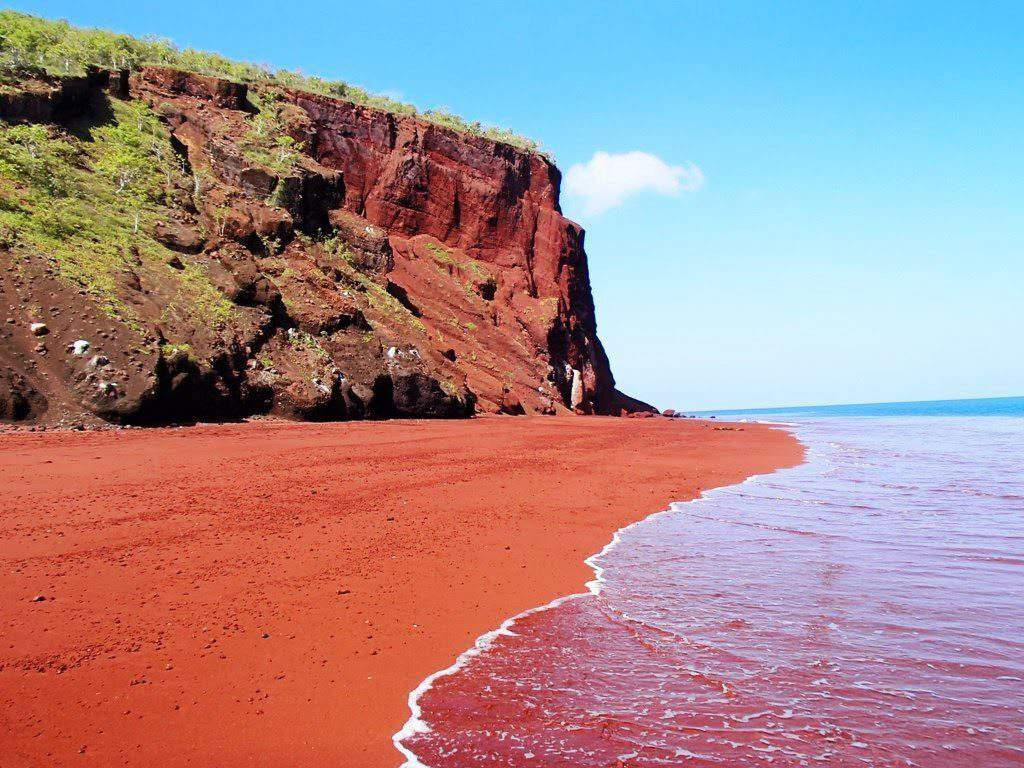 visit red beach santorini