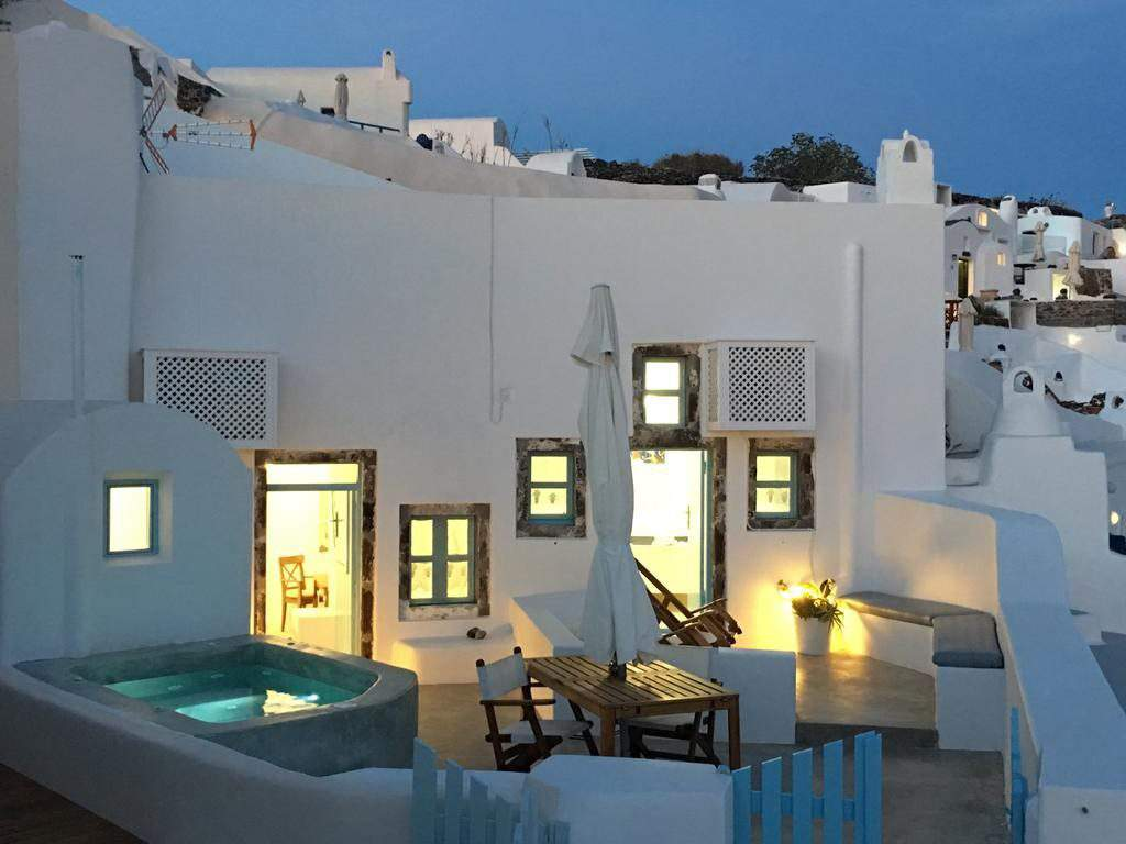 houses to rent in oia santorini,cave houses for sale in oia santorini,vacation rentals in oia santorini greece