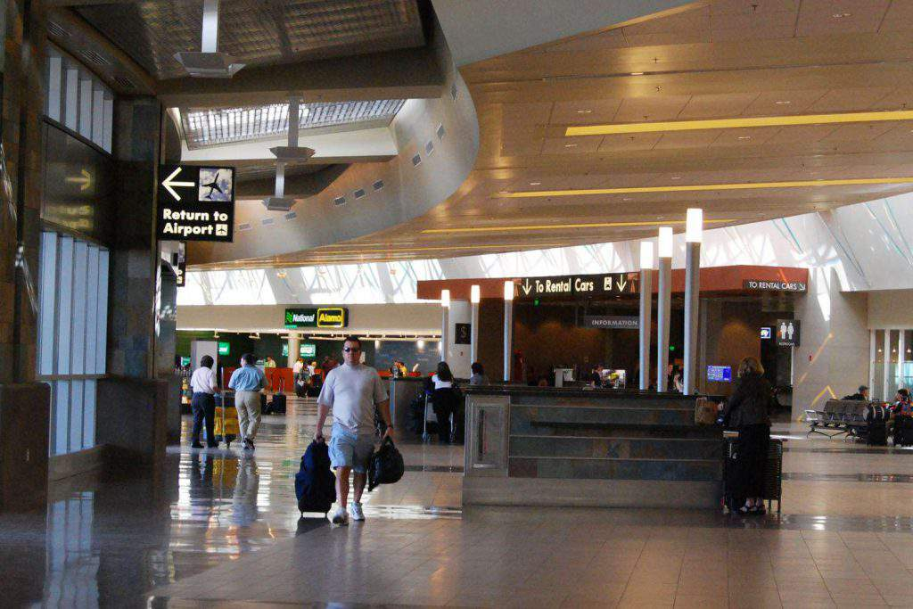 travel in the airport of Athens