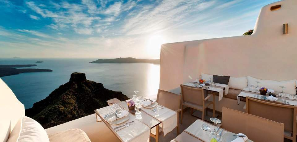 best restaurant in oia santorini for sunset,best restaurant in santorini with view,best restaurant in santorini with a view